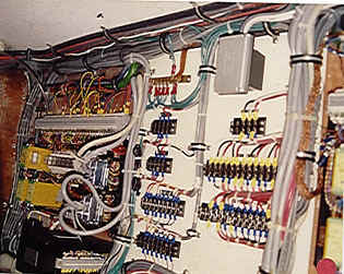 boats yachts tips on electrical system use and maintenance rh marinesurvey com Boat Console Wiring Boat Console Wiring